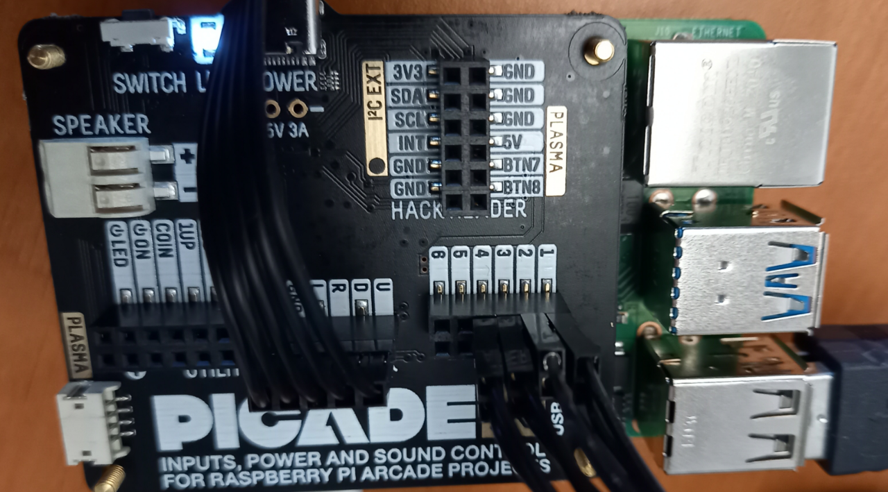 Connected wires on Picade Hat